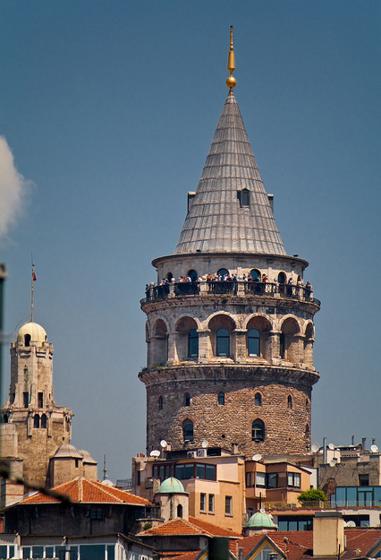 Foto by vadim.tk on https://commons.wikimedia.org/wiki/File:The_Galata_tower.jpg