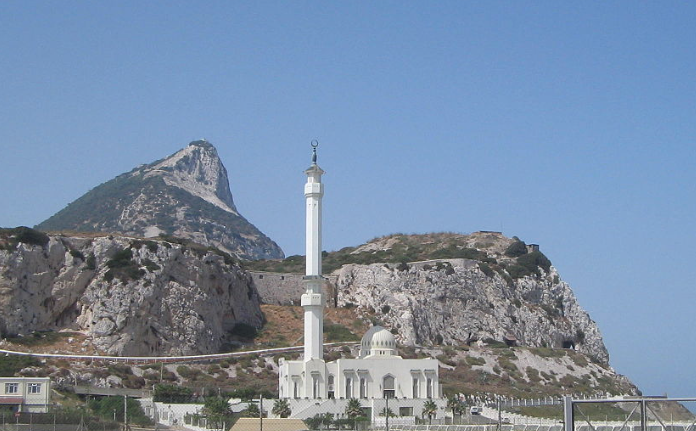 Foto by https://commons.wikimedia.org/wiki/File:Mosque_in_Gibraltar_2005.jpg